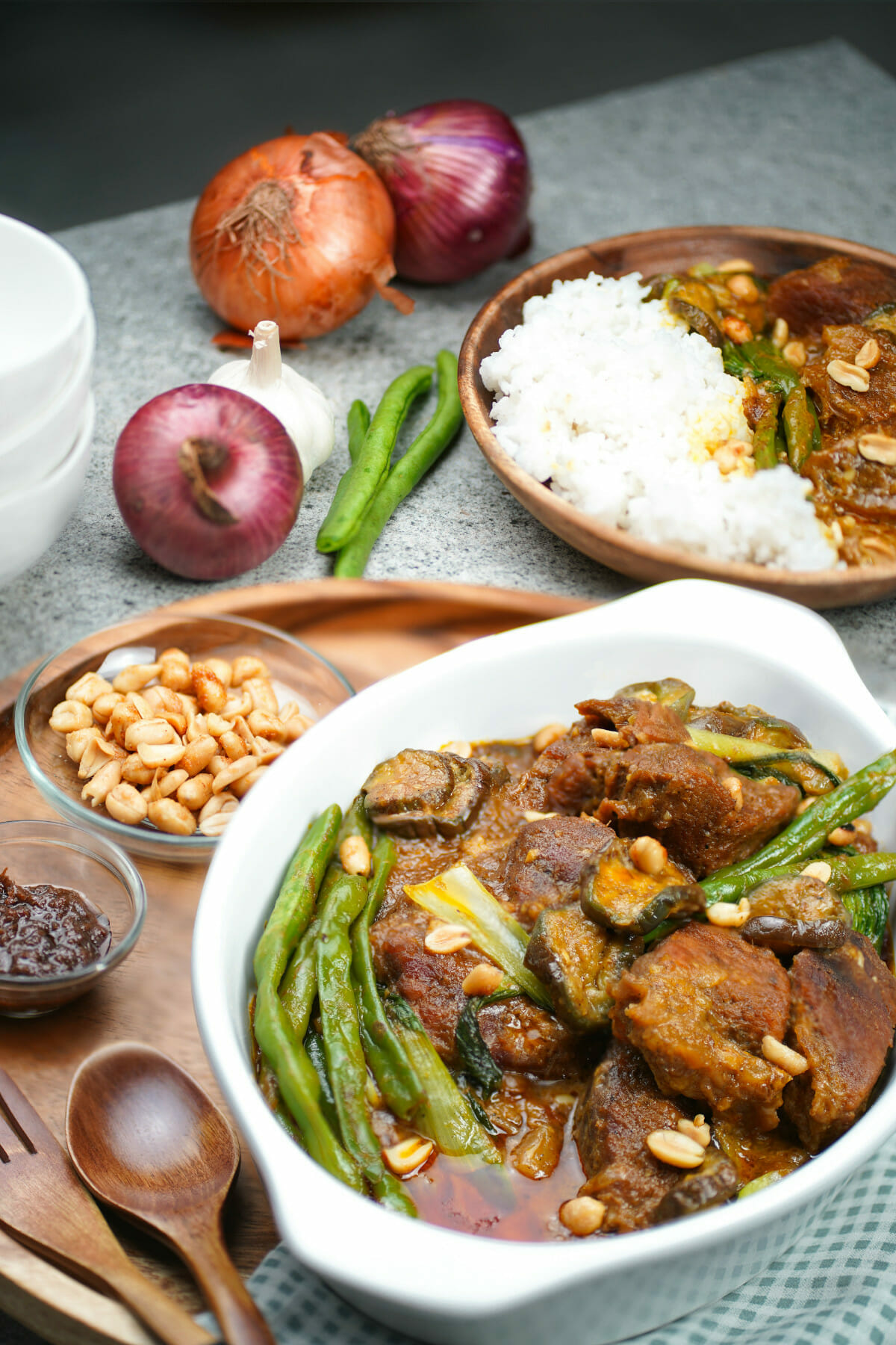 bowl of kare kare peanut and beef